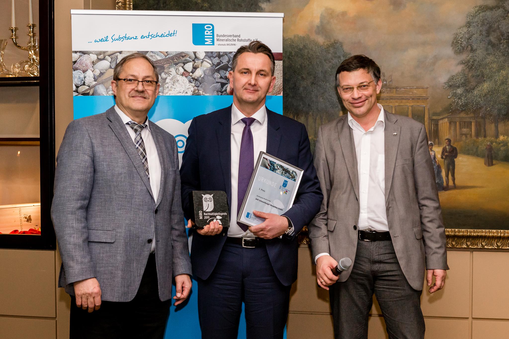 Dr. Gerd Hagenguth, Sascha Wagner von der AHE Schaumburger Weserkies GmbH und Albert Wotke.