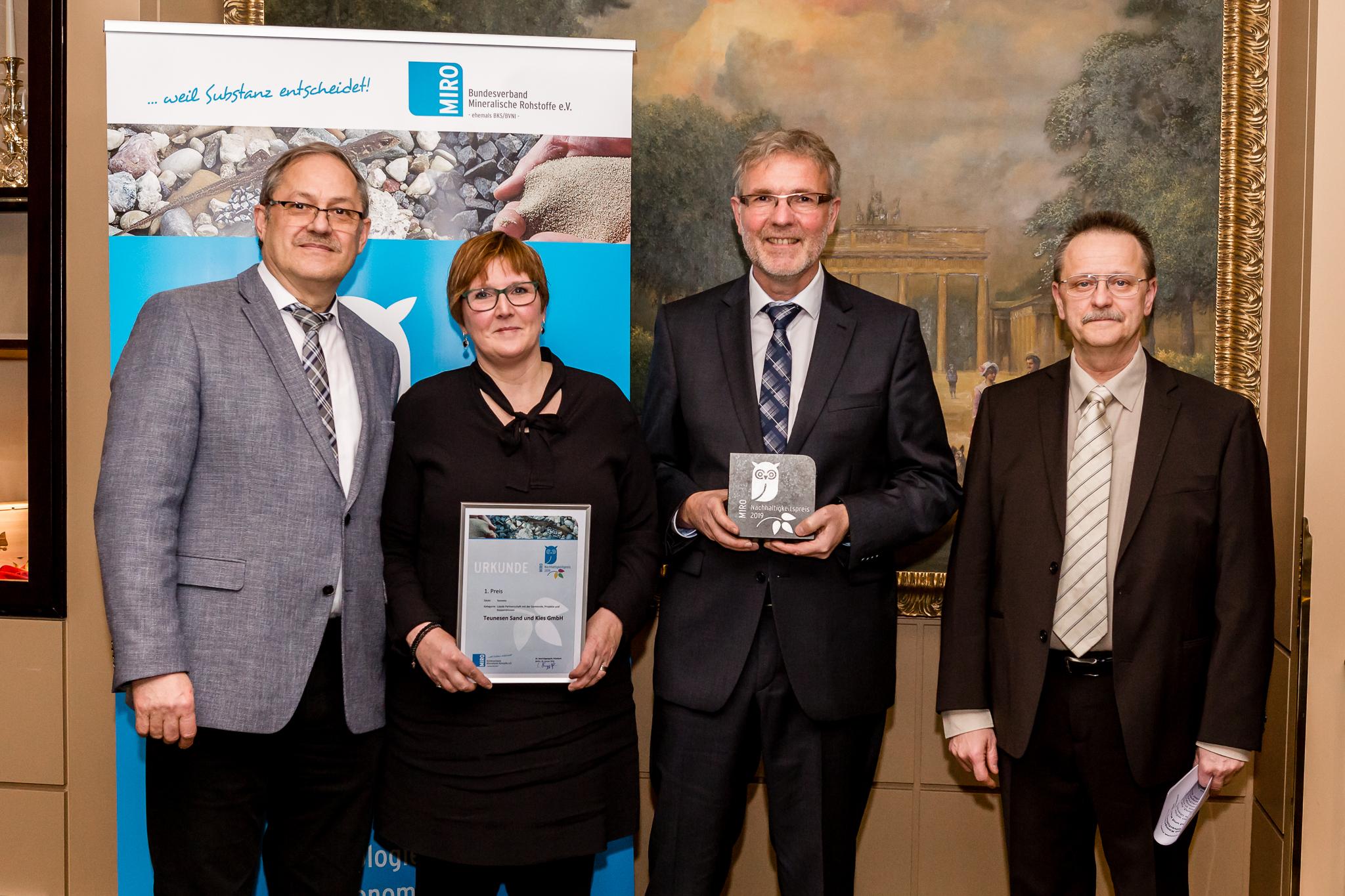 Dr. Gerd Hagenguth, Daniela Franken und Jürgen Tarter von der Firma Teunesen.